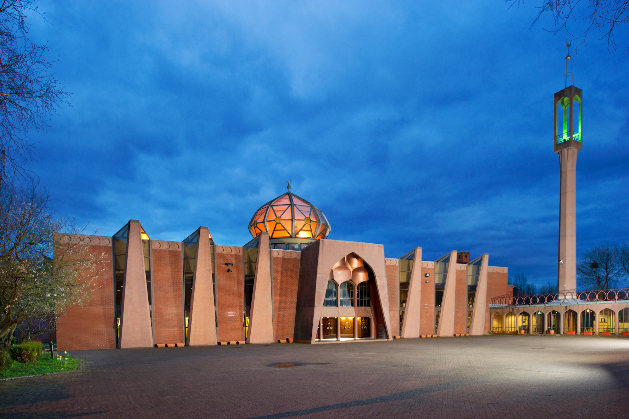The main entrance of Glasgow Central Mosque,an ambitious interpretation of traditional mosque architecture