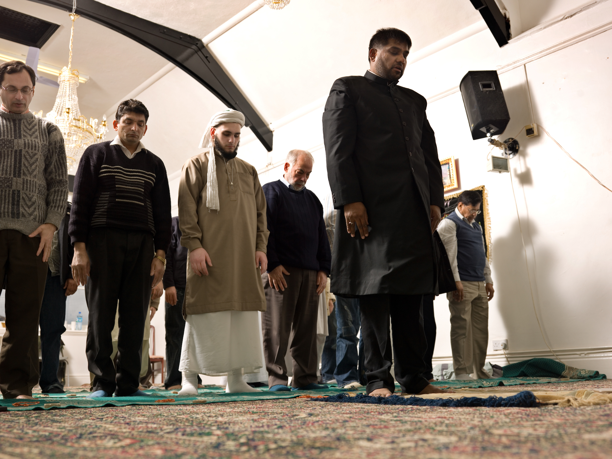 VCH Bristol. Daral-Imaan Mosque, Apsley Road, Eastville, Bristol. Interior, general view of mosque, during prayers.