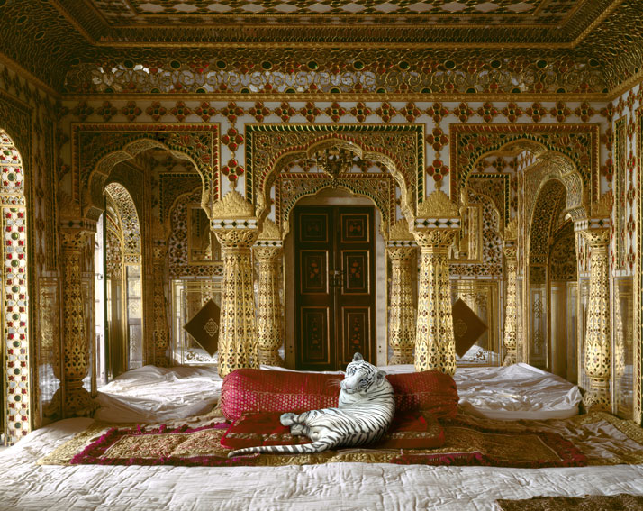 5_Photographer_Karen_Knorr_India_Song_yatzer.jpg