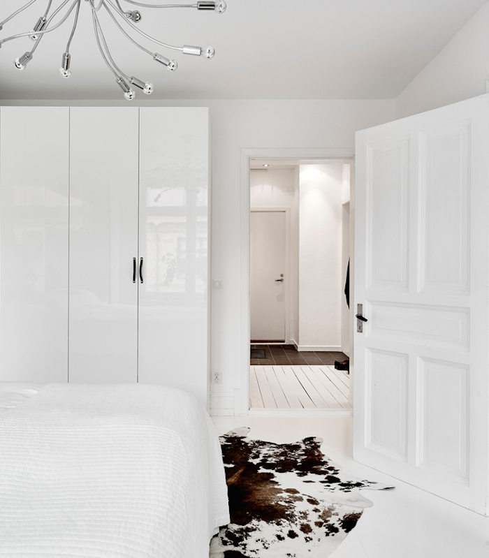 white-bedroom-swedish-apartment.jpg