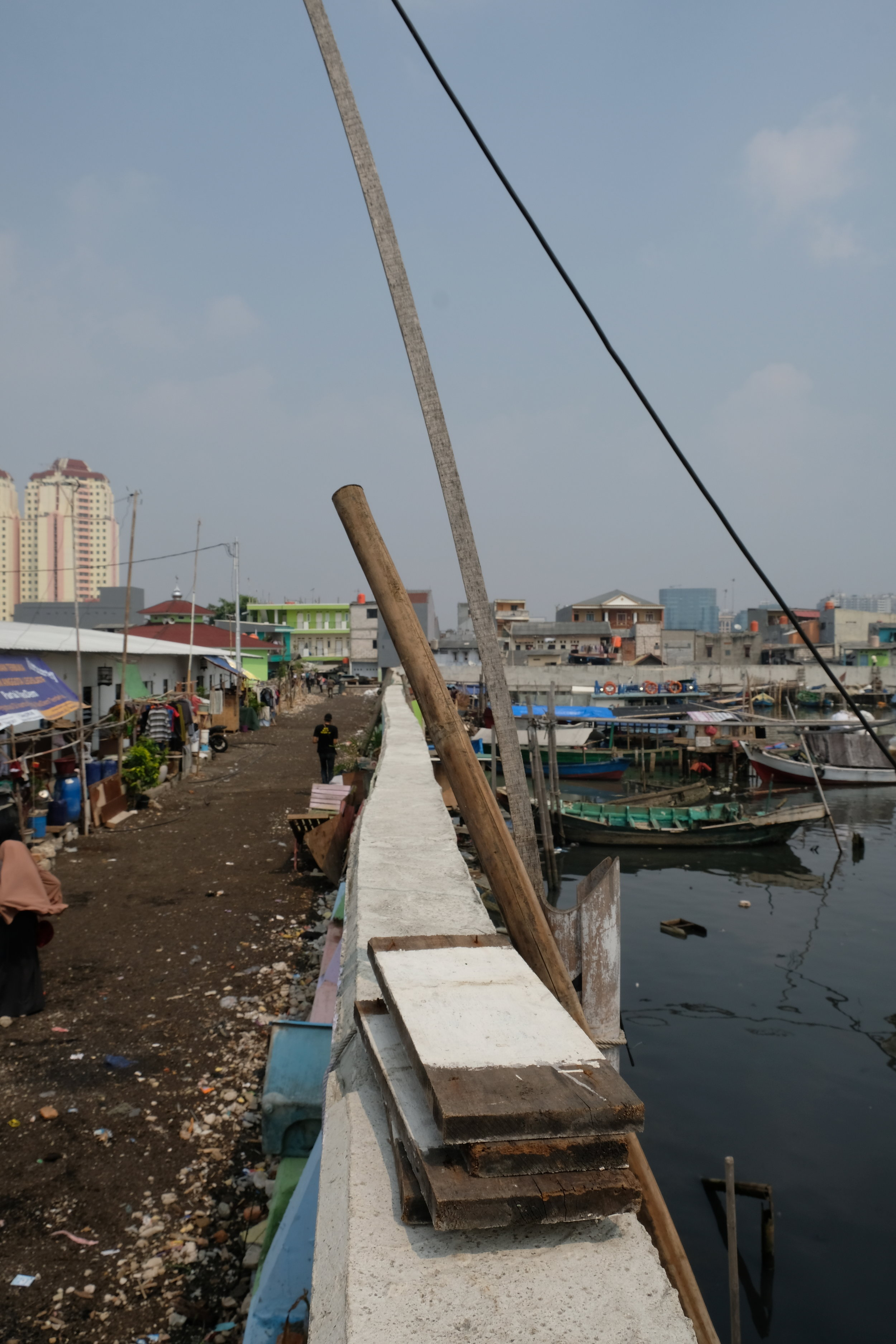 We visited Kampung Aquariam in Jakarta, a fishing village on the edge of the harbour that had been demolished by the government. The courts then deemed the governments actions illegal, and demanded they help rehabilitate (some of) the locals back into the the area. The legal system around land ownership in Indonesia complicates the story of informal communities and government action more so than in other parts of the world, and is partially the reason for these tensions. As does certain environmental logic(s), which present these communities as environmental problems, blocking flood zones, or preventing sea wall creation.