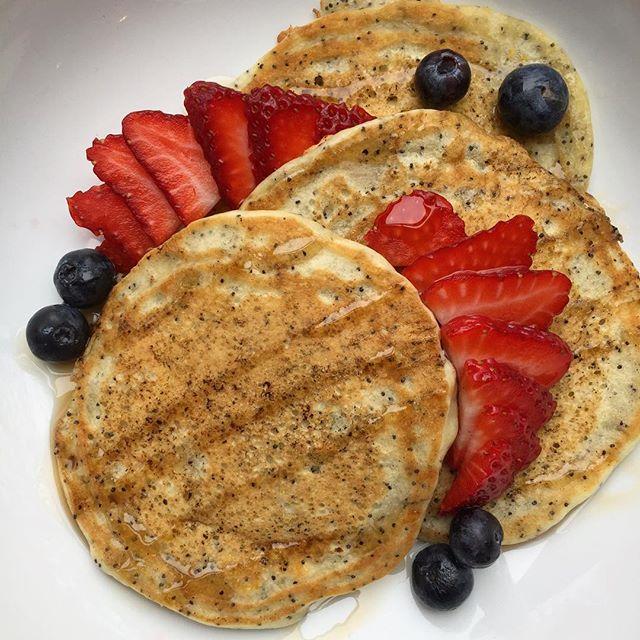Taking it back to a simple special: Meyer Lemon Poppyseed Pancakes with Michigan maple syrup, blueberries, and strawberries #vegan #annarborvegans #veganbreakfast #veganpancakes #plantbased