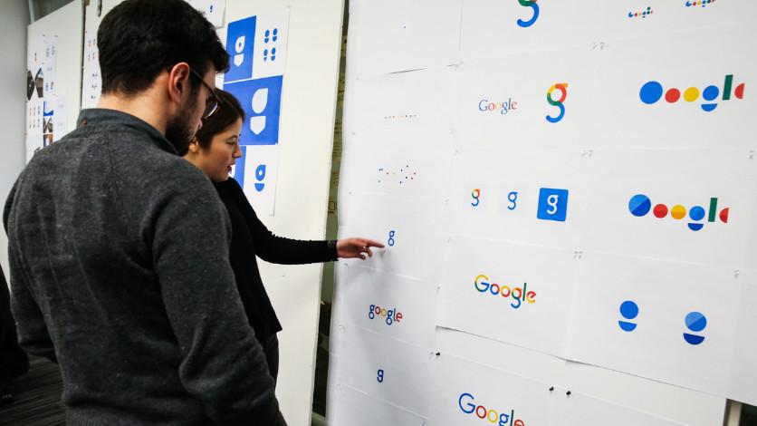 Foto - Dopo 16 anni in cui Google aveva sempre usato lo stesso logo, nel 2016 l'azienda americana ha introdotto un nuovo e radicale branding, che secondo la loro strategia, servirà a rafforzare il marchio e aumentarne il valore.