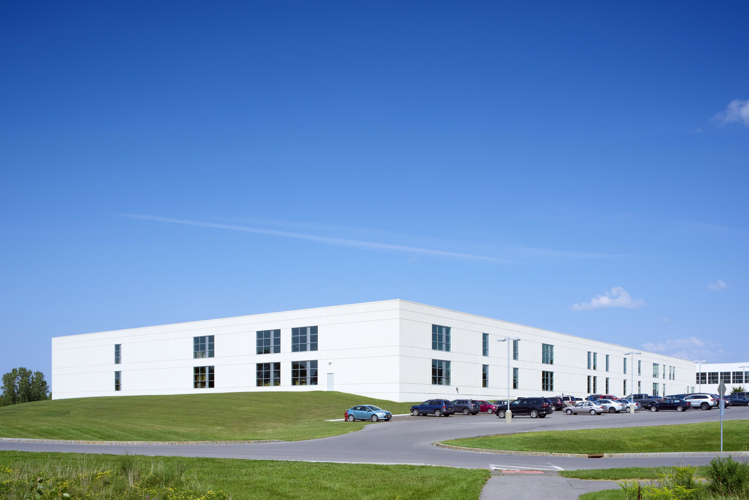 HILL-ROM / WELCH ALLYN<strong>Design/Build project to build a 105,000-square foot addition to an existing 350,000 SF manufacturing facility.</strong>