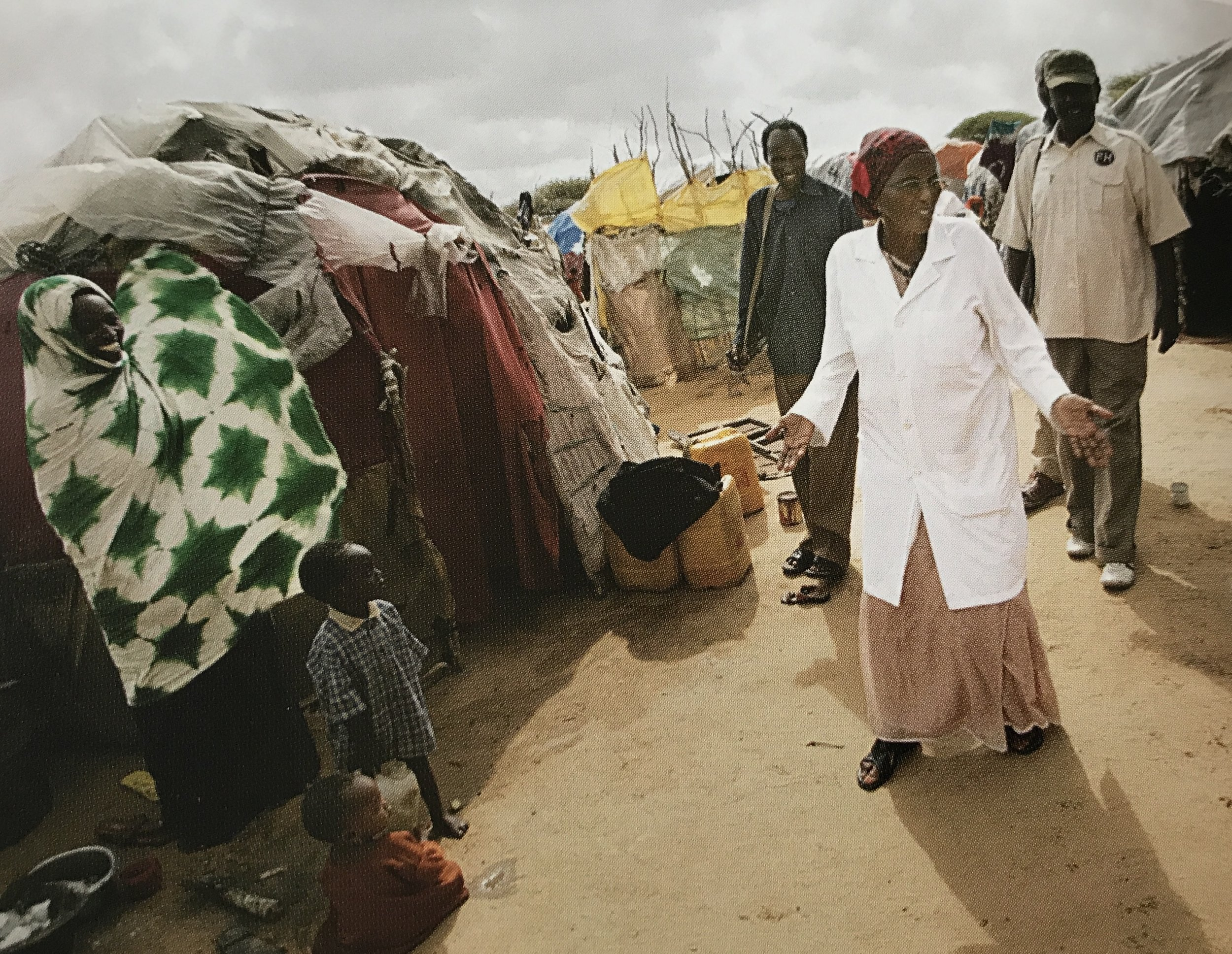 Dr. Hawa in the camp (2007). Photo: Kuni Takahashi/Getty Images.