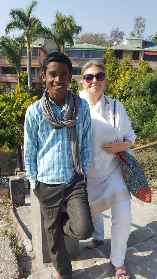 Meeting an old friend ... Sunil - one of the flower children here I have known for 6 years - he is now 16 and has left school ... but I have asked him to be an assistant in our little Sunshine School project!:-)