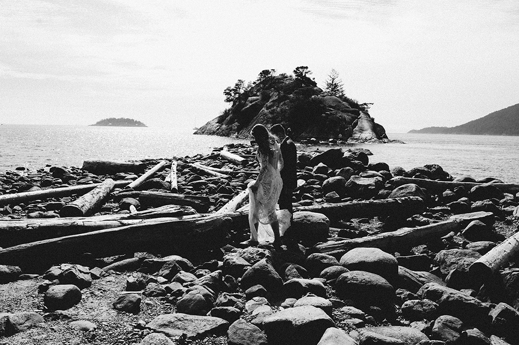 Vancouver Bride and Groom - Whytecliff park Wedding - Jayme Lang