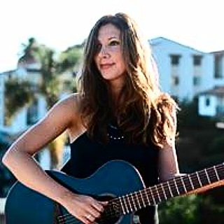 🎸Attendees of the 5th Anniversary 🏅Vintners 5 Miler🏅 on July 20th at @sanfordwinery will hear the talented Catalina Esteves perform live at the Finish Line Festival.🎸Form a team or run solo by registering at www.sbvintnersrun.com. 🍷🍷🍇🍷🍷 #santabarbarawinecountry  #explorelompoc  #visitsyv  #trailrunning  #instarunners  #staritahills @catalinaesteves