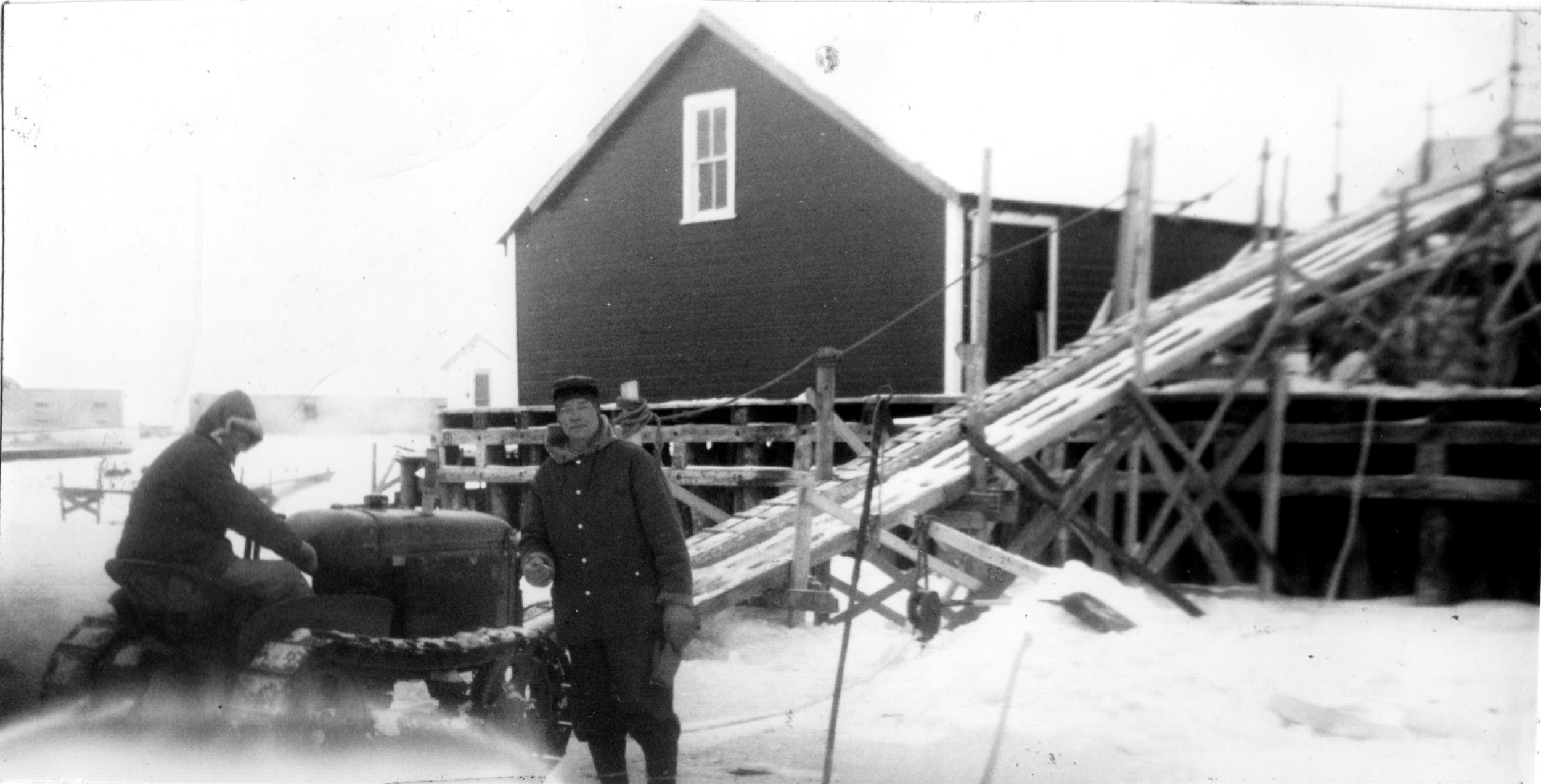1961 - Gimli Saga 686B 01 - putting up ice.jpg