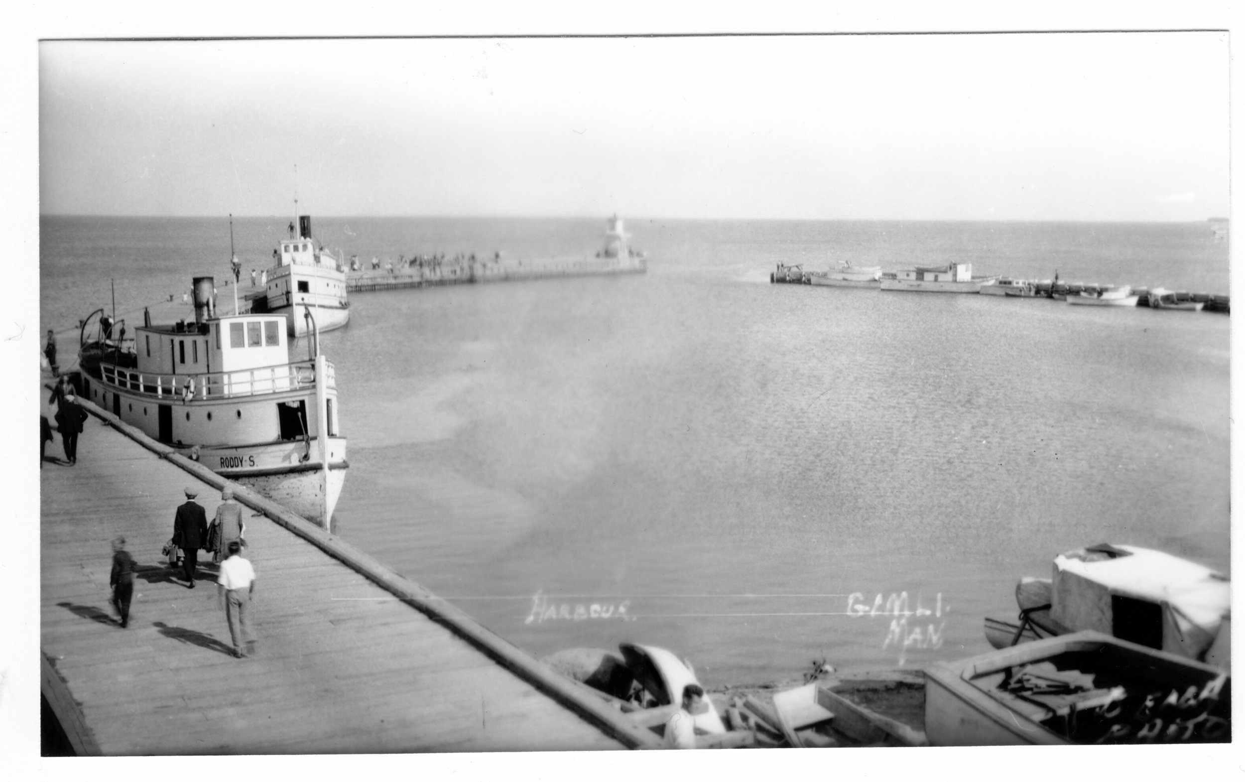 1920s Harbour w the Roddy S 01.jpg