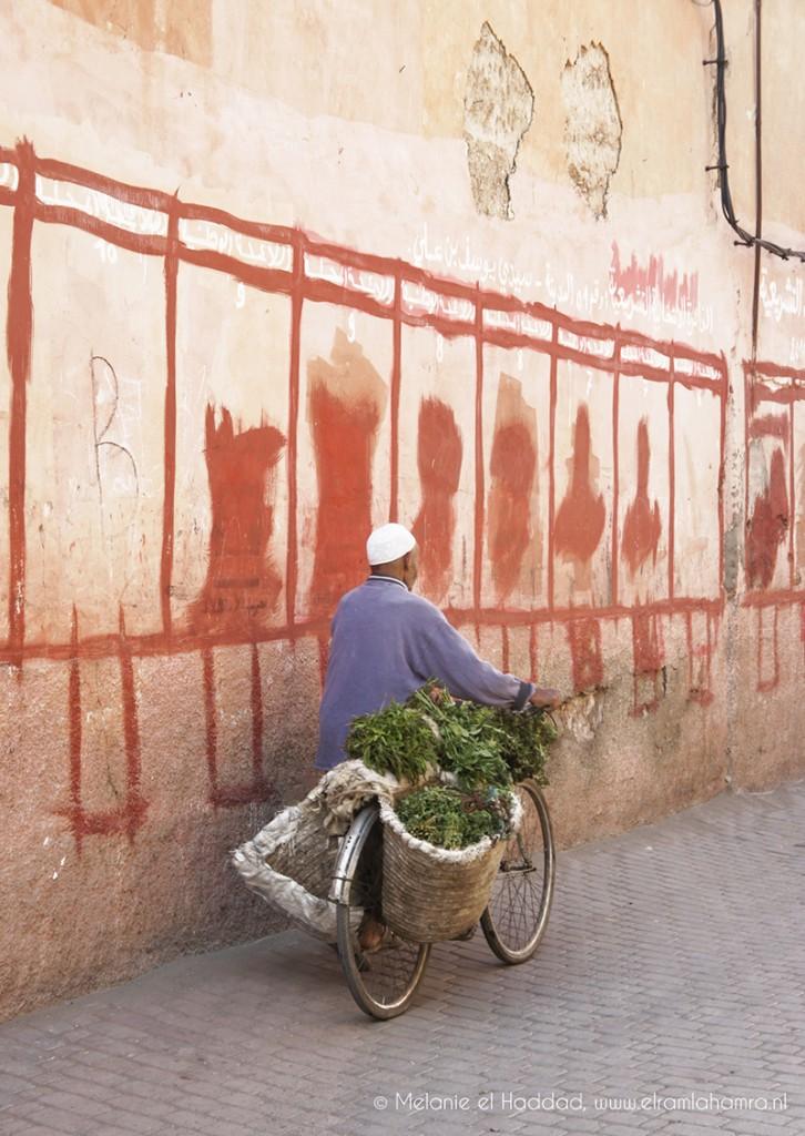 man-op-fiets-Marrakech-726x1024.jpg