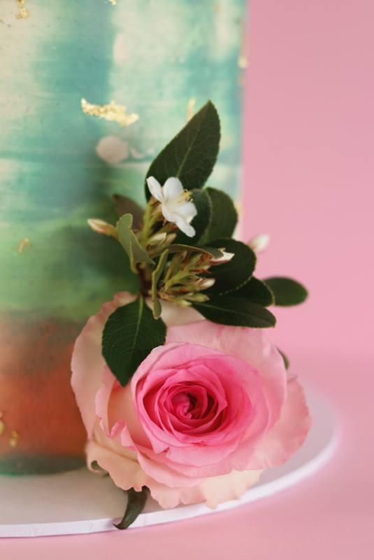 green-pink-rose-cake-closeup.jpg