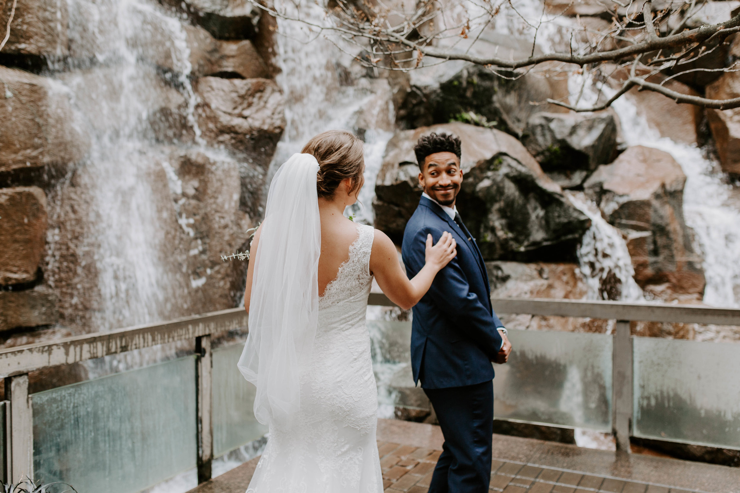 downtown seattle winter wedding first look