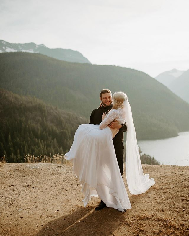 Finally sent off this gallery to these lovebirds! Grateful for these incredible spots in Washington to take couples that are right in our back yard 😍
