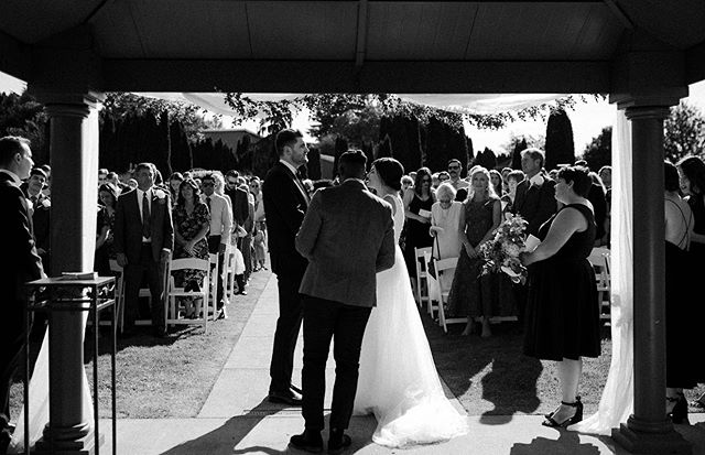 Gallery by gallery, we're making our way through! Currently on the screen: this classy + fun Lord Hill wedding 😌 (feat. another b&w because they're giving me feels lately)