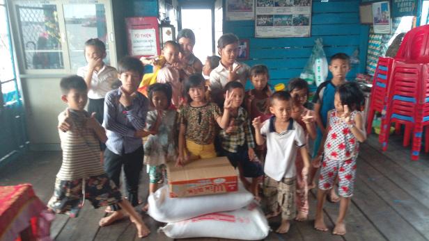 2016 柬埔寨水上學校捐贈及探訪