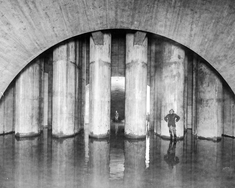 Inside the completed Kensico screen chamber, New York, 1914.