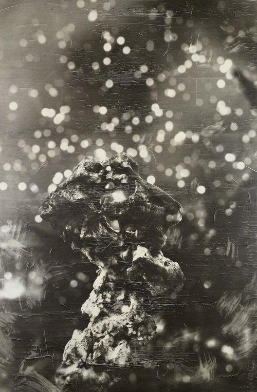 《缤纷下的石头》2011,邵文欢