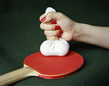 廖逸君,《乒乓球》,选自《实验性关系》系列,2018年。图片由艺术家提供。