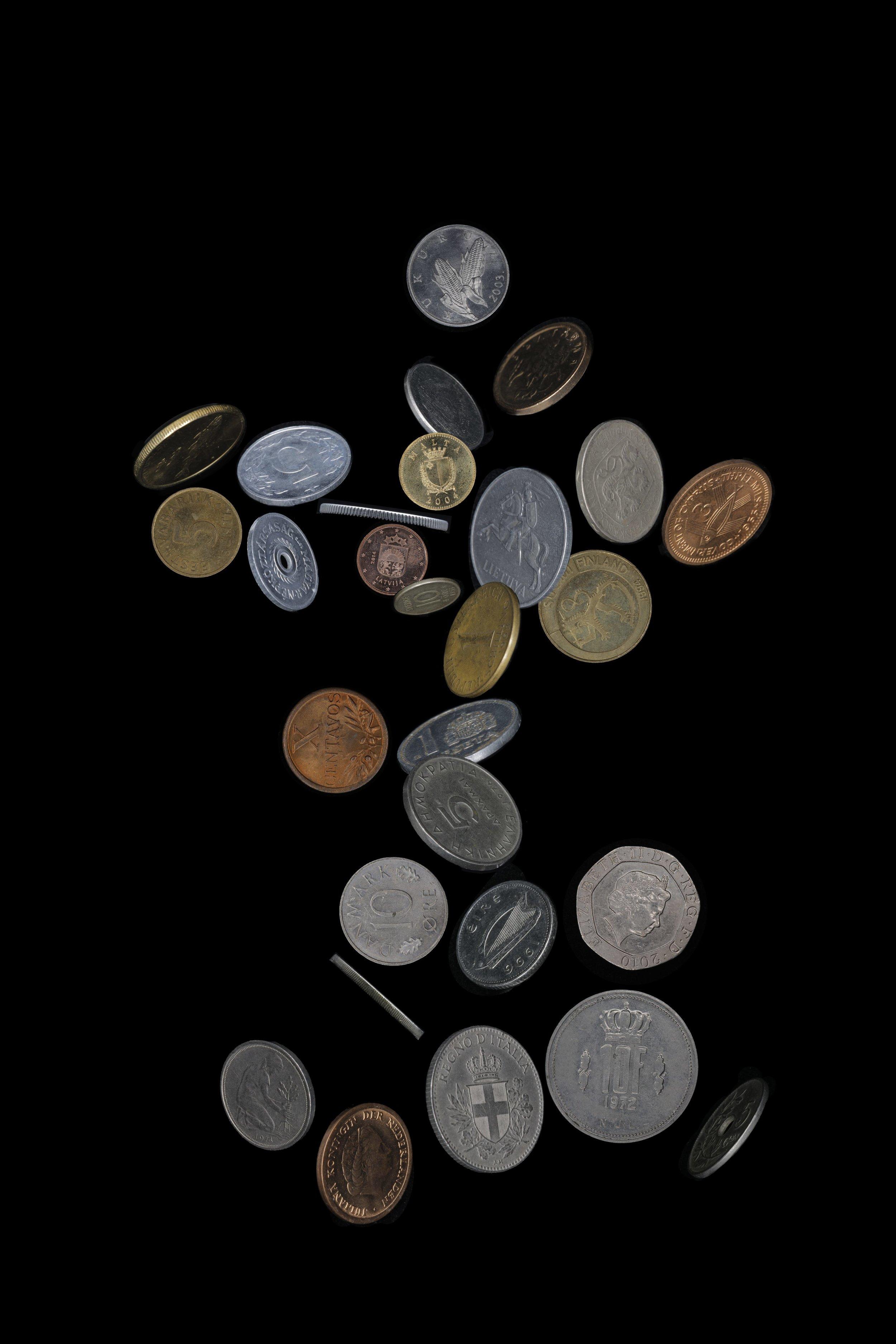 邵睿璐,《20国集团的姿态》,选自《抽象物的形状》系列,2016-2018年。数码微喷,80 x 120 cm图片由艺术家提供。