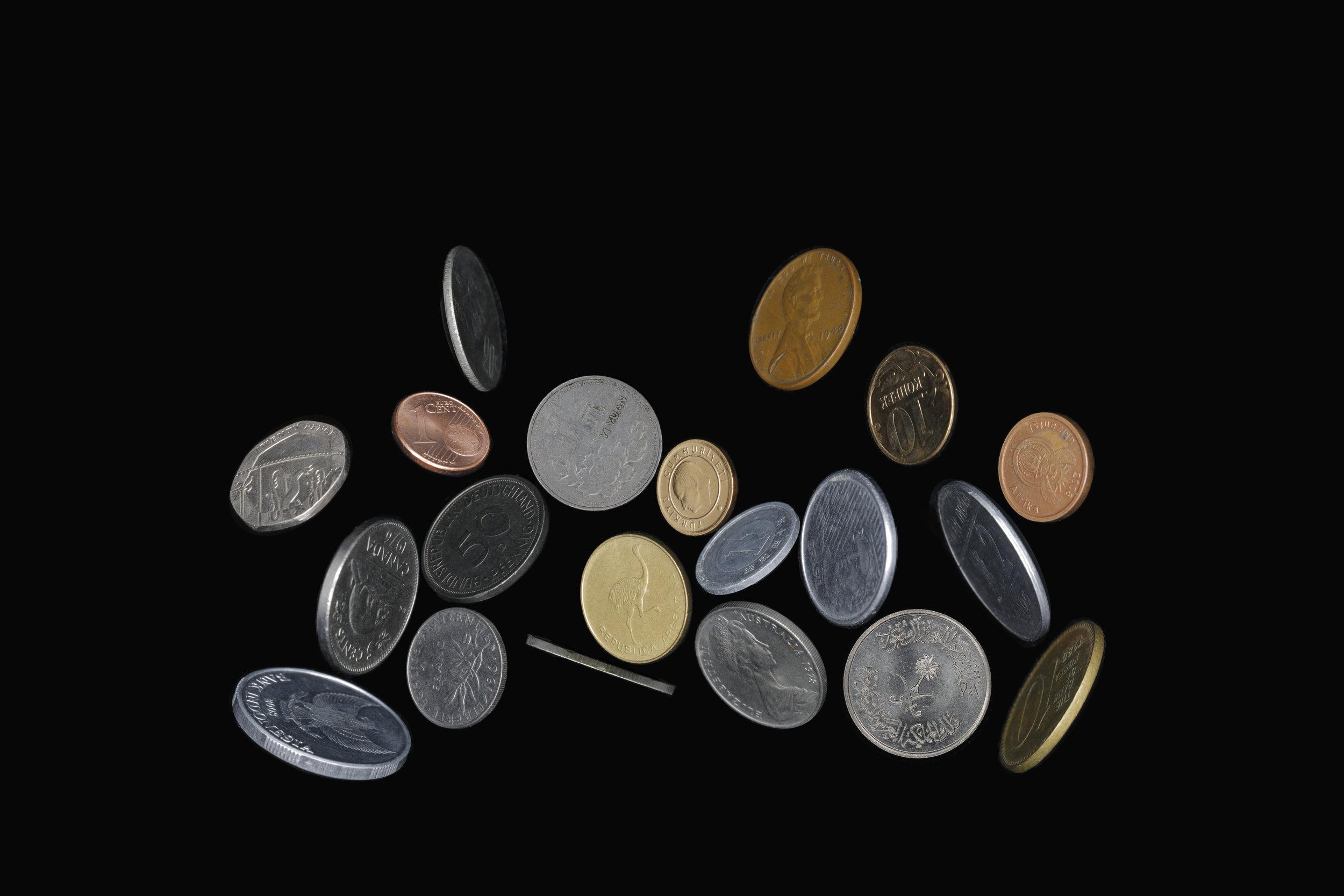 邵睿璐,《欧洲联盟组织的姿态》,选自《抽象物的形状》系列,2016-2018年。数码微喷,80 x 120 cm图片由艺术家提供。