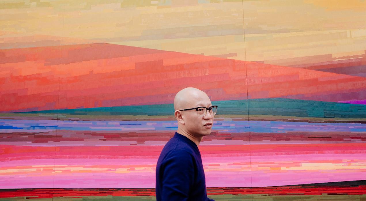 L'artiste Liu Wei dans son atelier (©Doors)