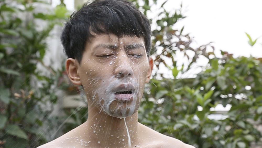 Breast Spray (2015)