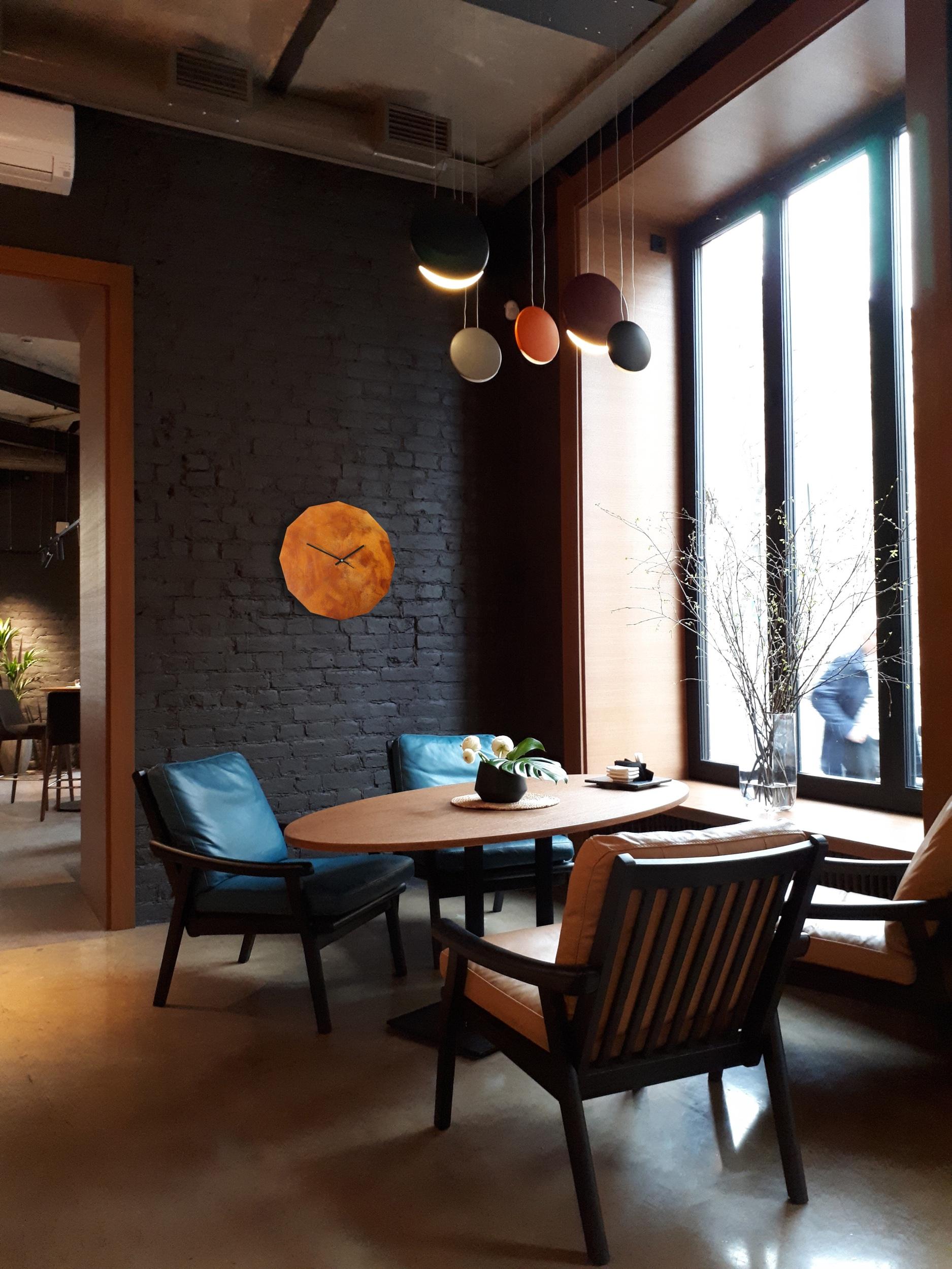 Rusted 12 Eck Uhr Cafe dunkel.jpeg