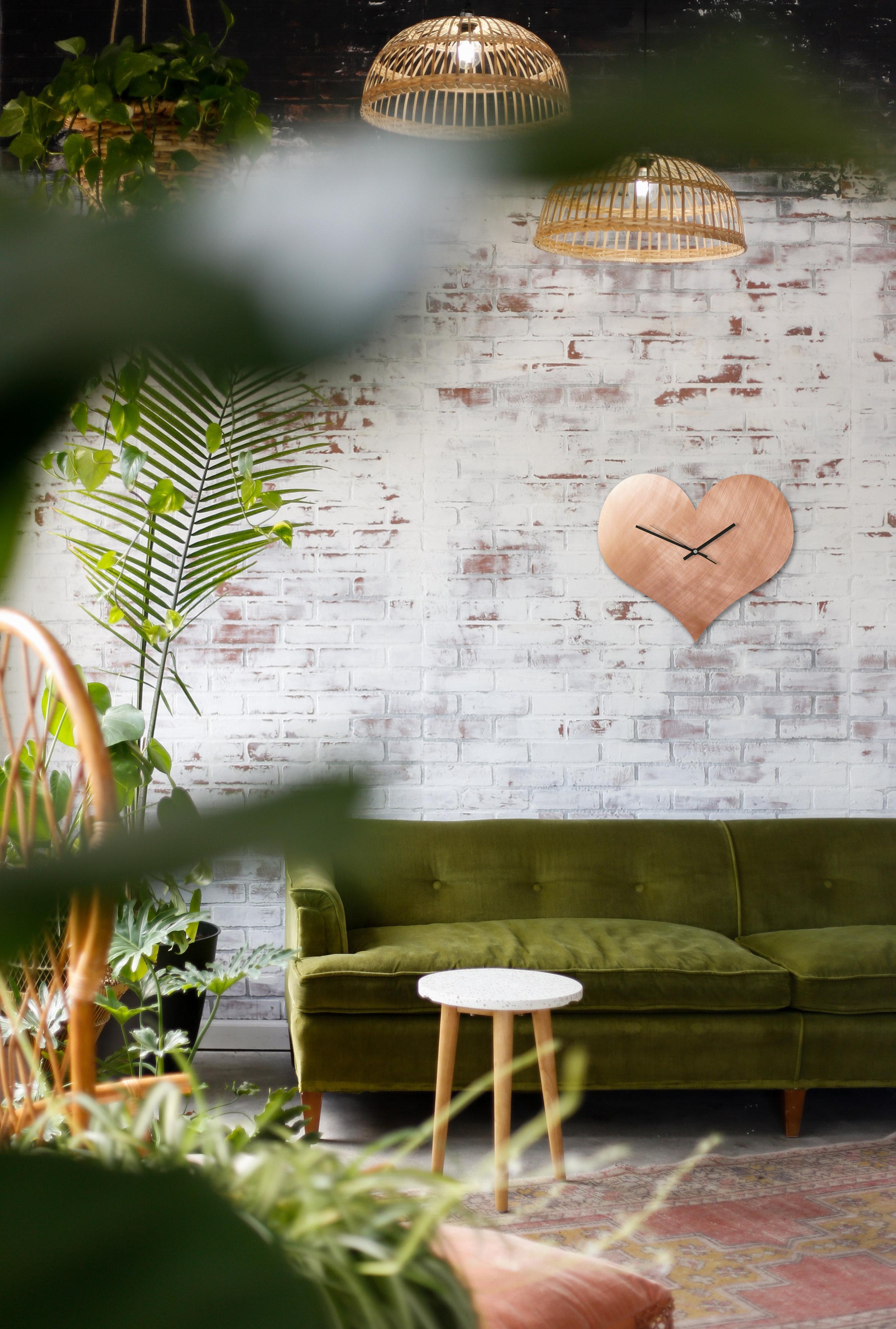Herz Kupfer Uhr Brick Wall Sofa grün.jpg