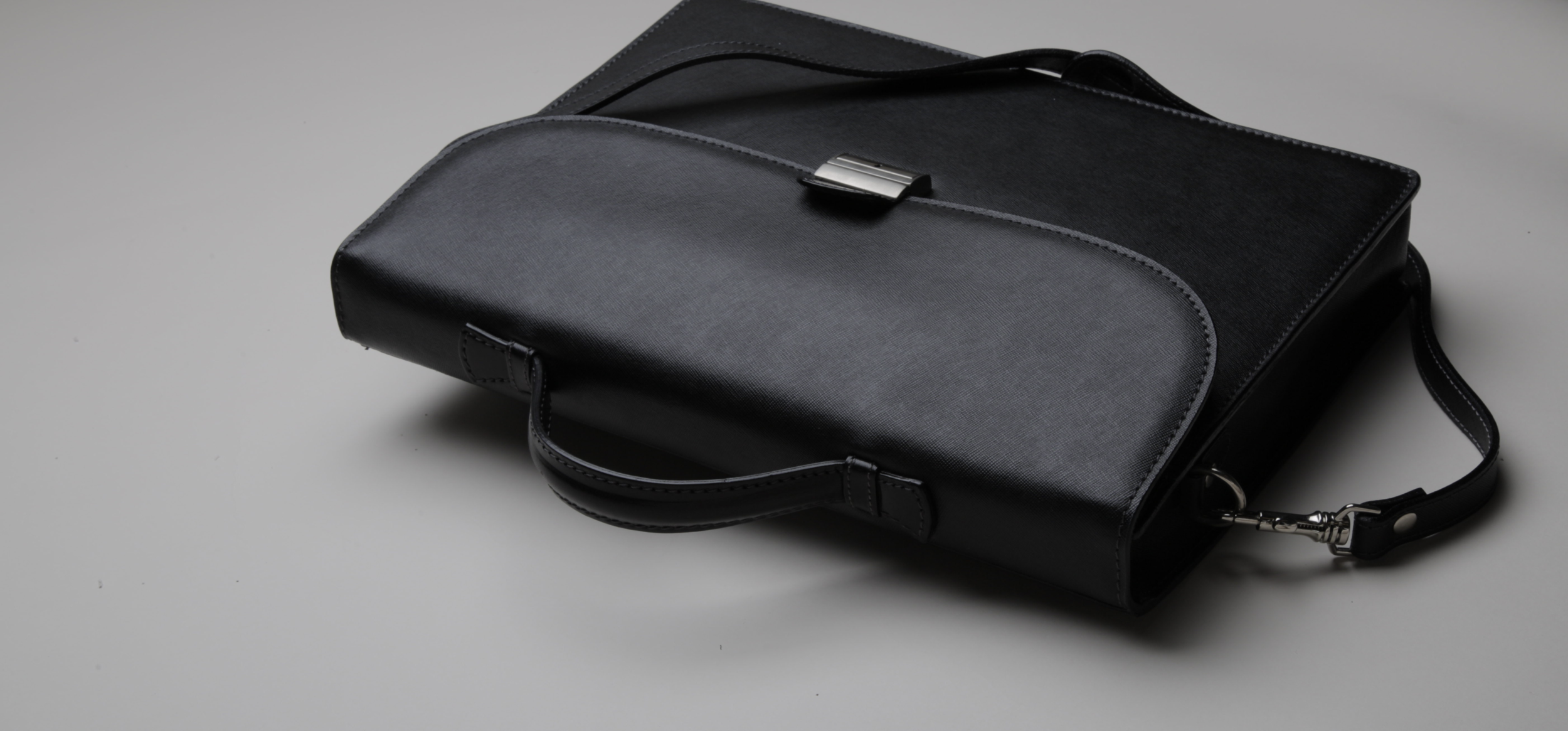 luxury-luggage-daniel-hernandez.png