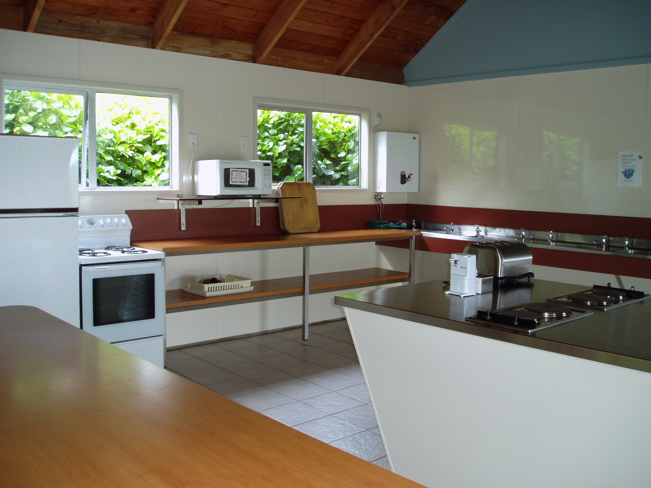 Well-equipped kitchen, Top 10 Holiday Park, Russel.