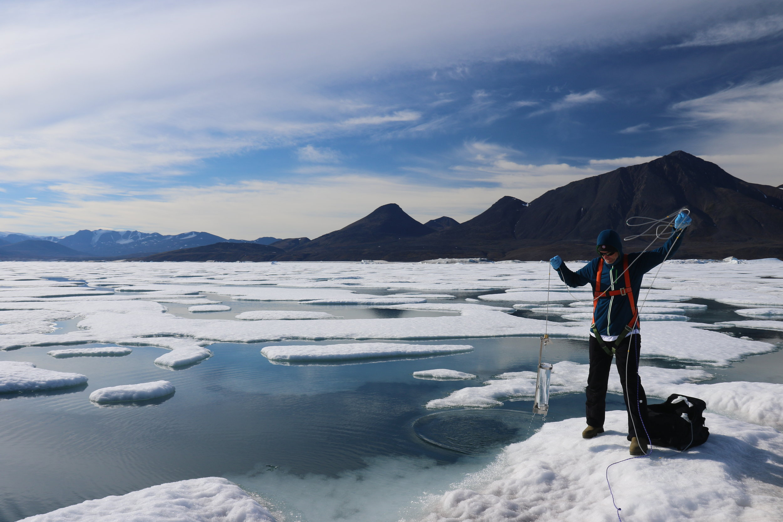 Alex Culley sampling water from an ice island in Disraeli Fjord (Photo D. Sarrazin)