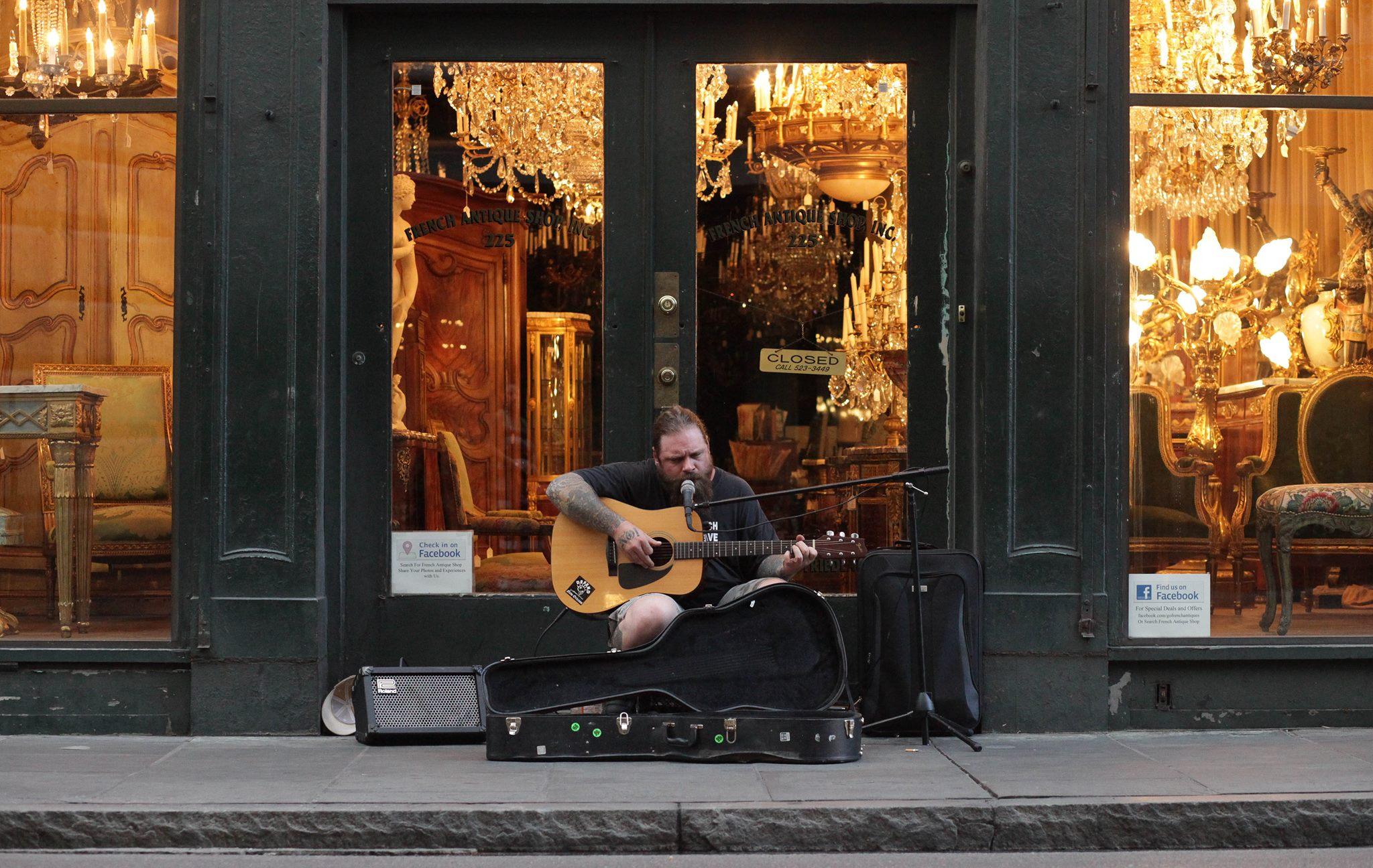 A beautiful voice outside Hotel Monteleone