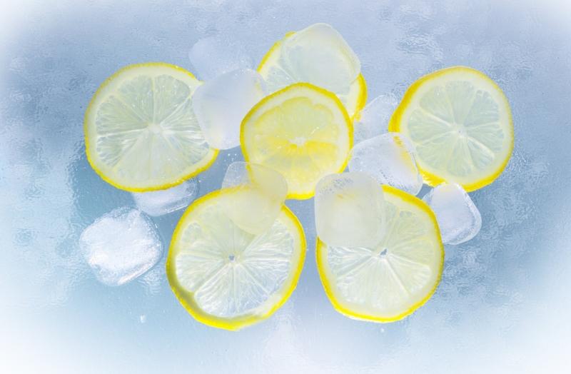 lemons-ice-water-summer-90763.jpg