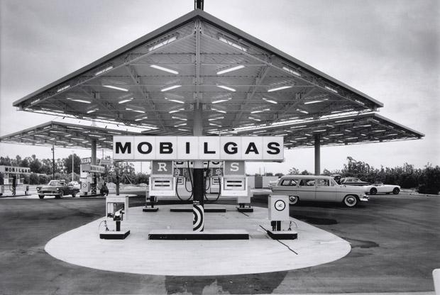 Brooklyn-born photographer Julius Shulman captured Los Angeles' development into a center of Modernism (Tablet)