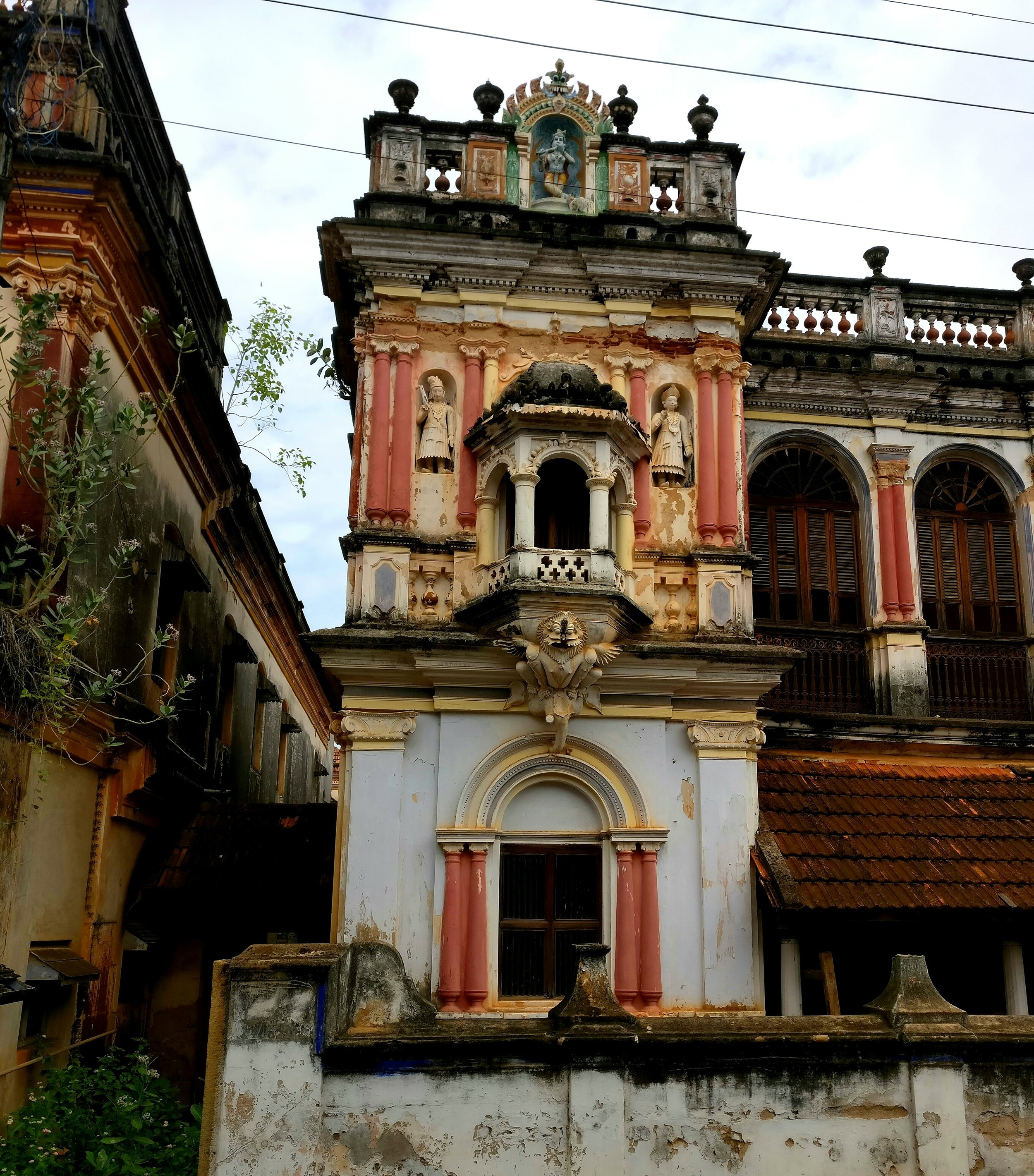 Facade of a Chettiar Mansion, Kanadukathan (2017). Photo by Kalyani Ramnath.