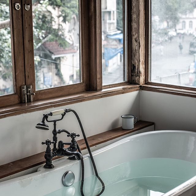Our kind of Friday... 🛀🏽 @abode.bombay . . . . . . #HotelMeAStory #Hotel #Hotels #HotelRoom #HotelGuide #Hotelier #LuxuryHotel #HotelLife #BoutiqueHotel #DesignHotel #HeritageHotel #DameTravelerHotel #BeautifulHotels #HotelLifestyle #SuiteLife #HotelPhotography #SomewhereIWouldLikeToLive #CheckIn #WorkAndTravel #TravelAddict #GlobeTrotter  #Mumbai #Bombay #Mumbaiker #IgersBombay #IgersMumbai #IncredibleIndia #IgersIndia