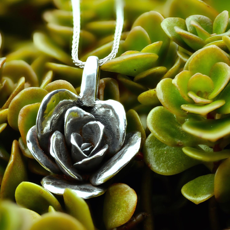 limelight-sedum-necklace-medium-silver-with-plant - 1.jpg