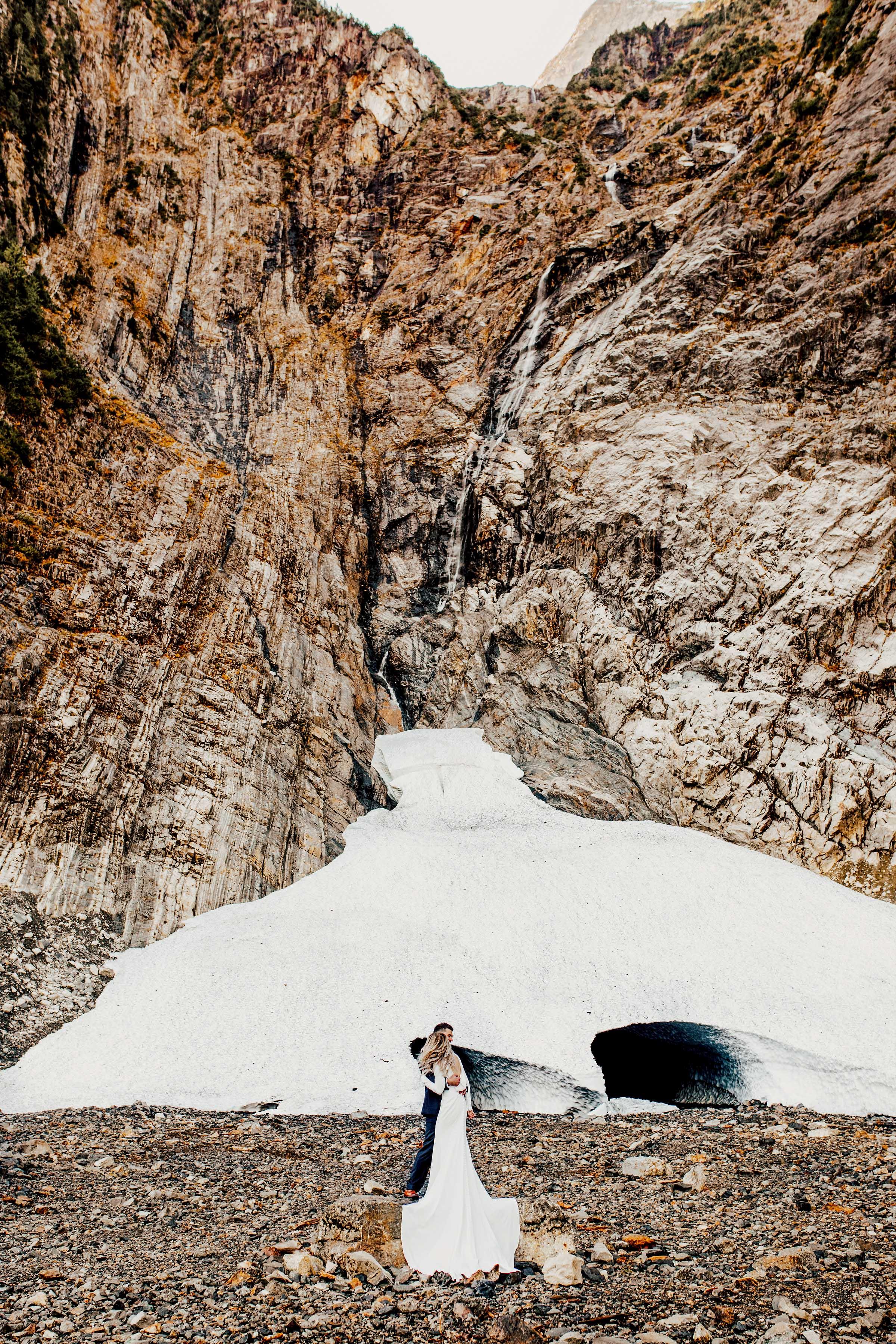 granitefallsicecave_pnw_elopement_wedding_destinationwedding-2.jpg