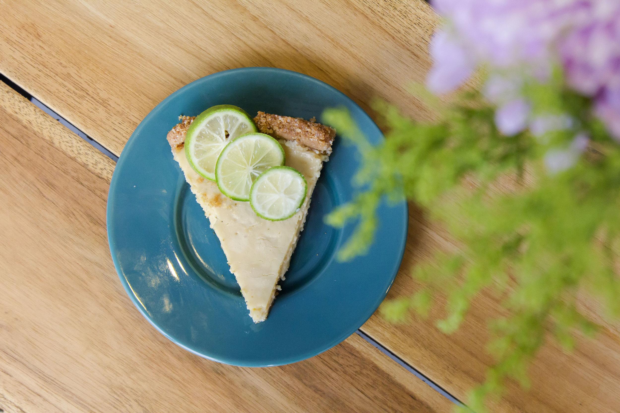 Key Lime Pie |55 (pcs) / 360 (whole pie)