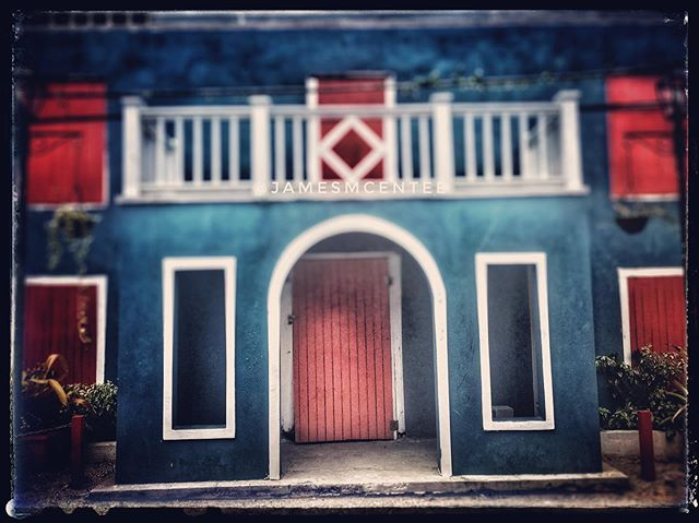 #nassaubahamas #reddoor #blue #islandlife #onlocation #photographerslife #bigtoephotoproductions #tropical #roadtrips #jamesmcentee