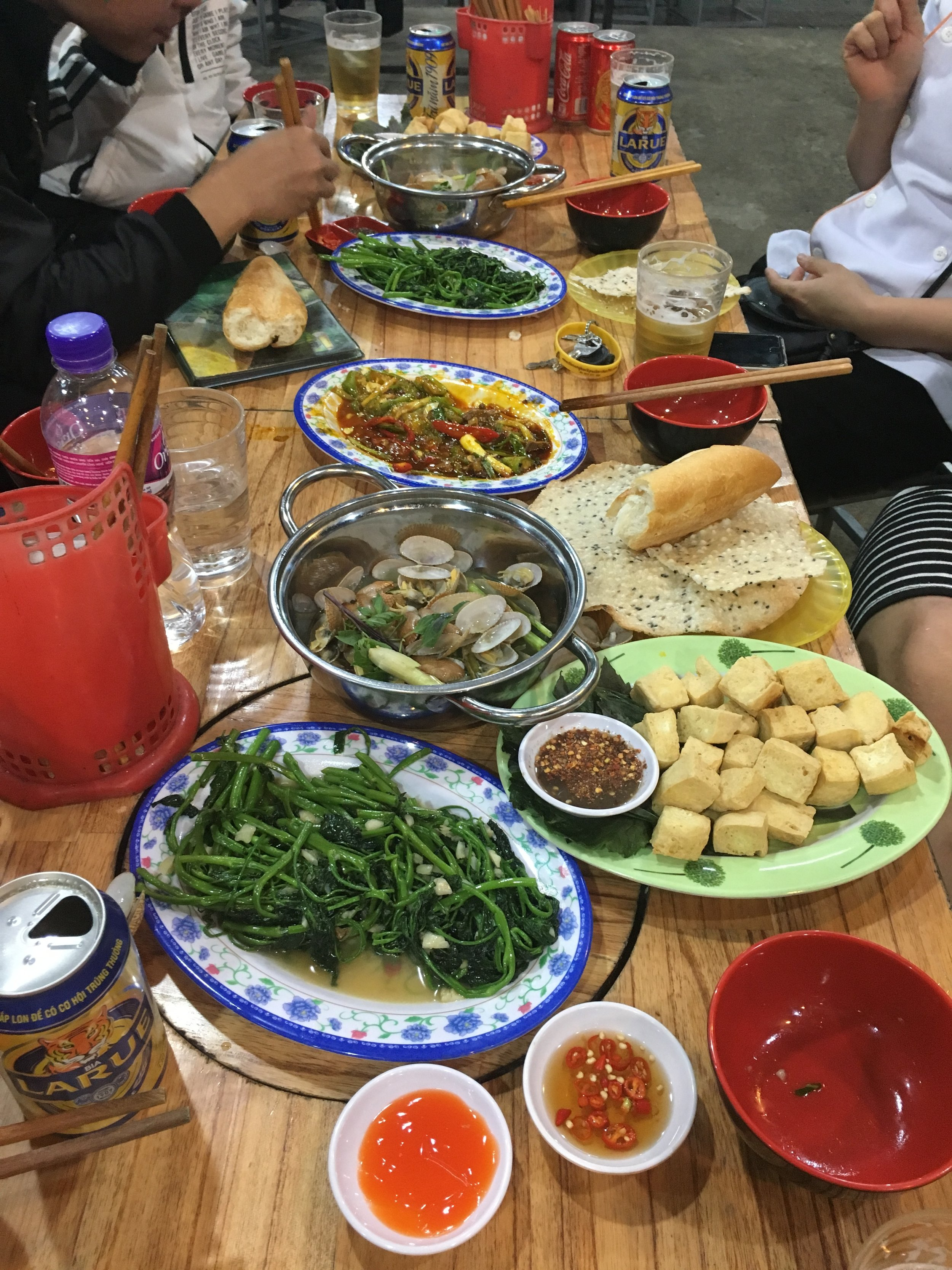 Stir fried morning glory with garlic, Fresh stir fried Tofu , Steamed clams with garlic and lemon grass, Chicken livers and chicken hearts with green melon, chilli, spring onion