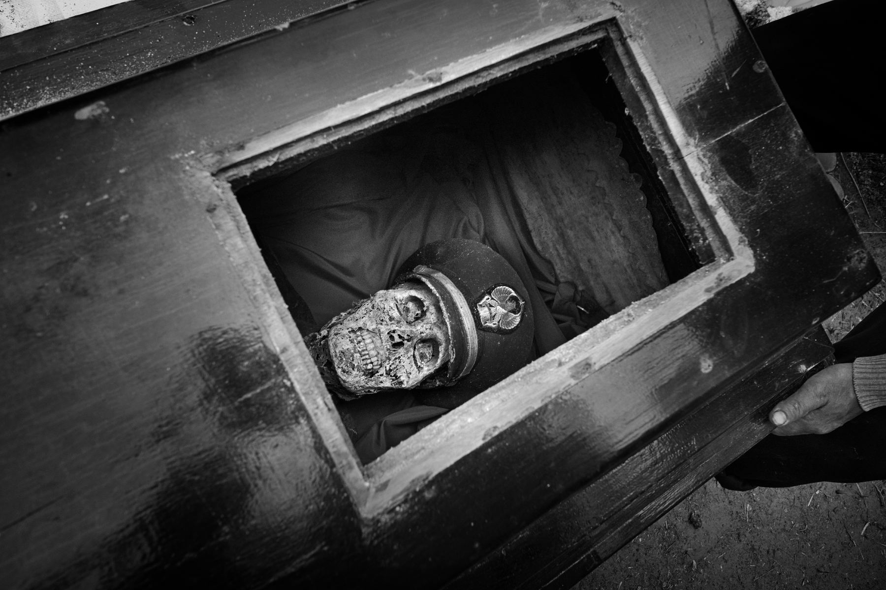 AlainSchroeder_Series Living for Death_Untitled_04.JPG