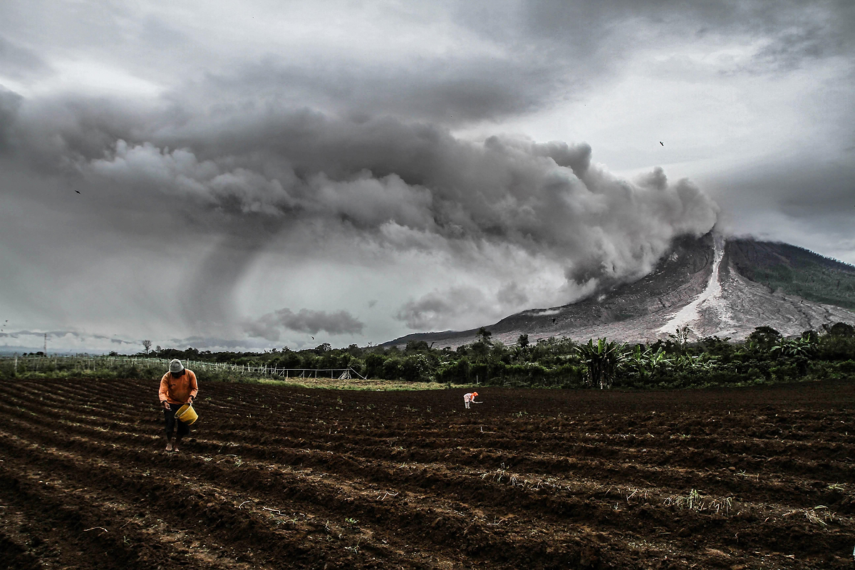 Ivan Damanik_Sinabung Volcano Eruption Indonesia_01.jpg