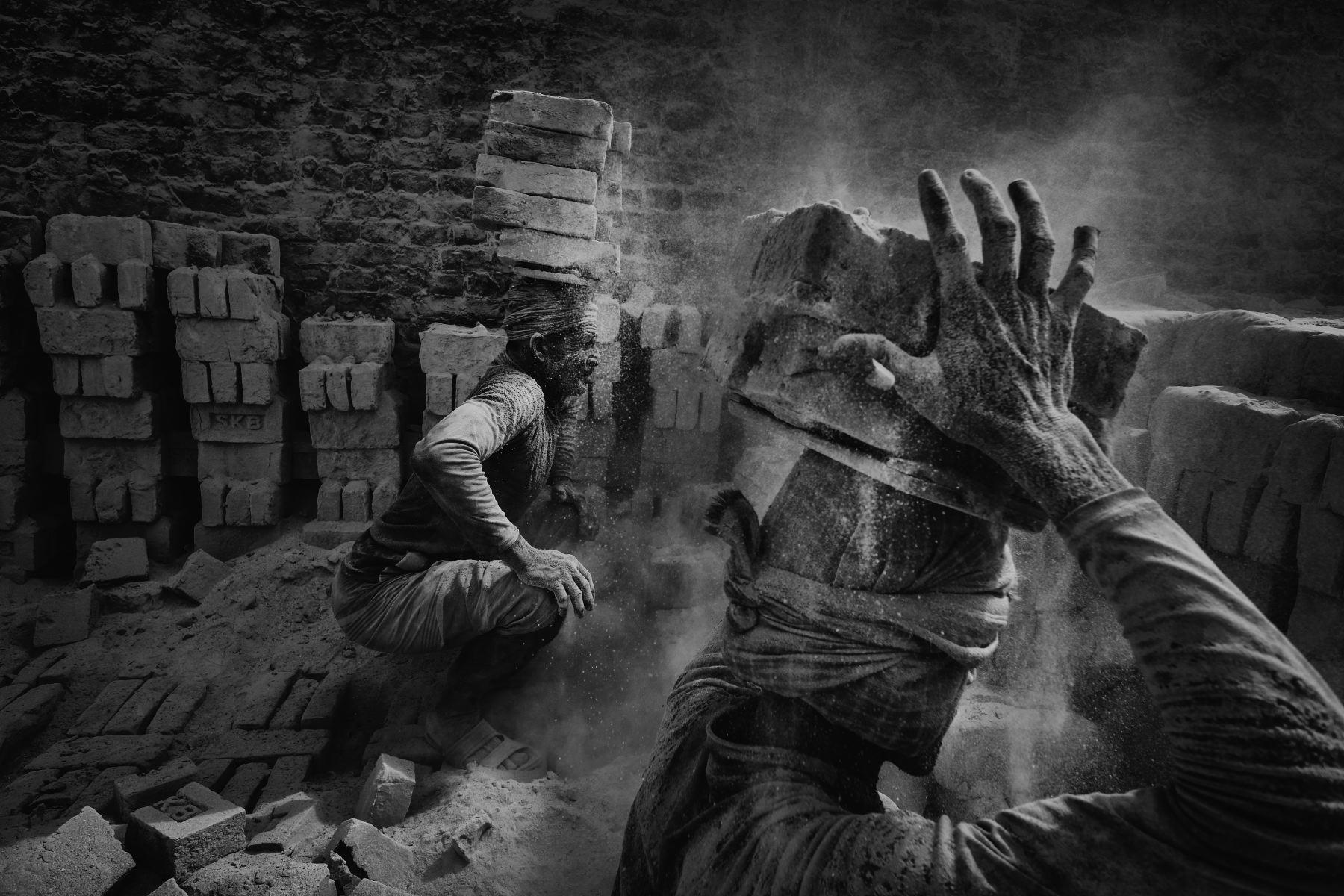 30_Alain_Schroeder_Brick_Prison_01.JPG