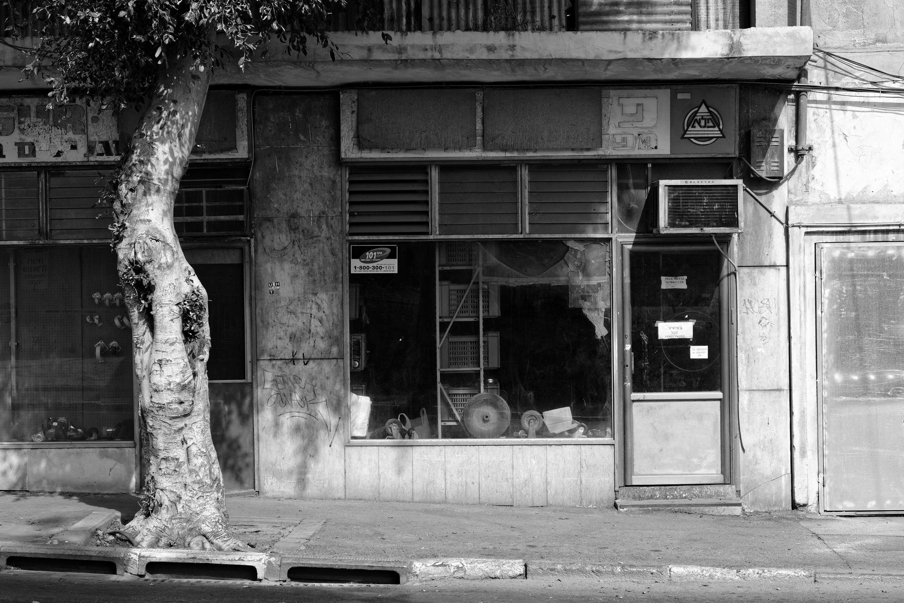 Haim_Blumenblat_Shopping Windows_Abandoned_4.jpg