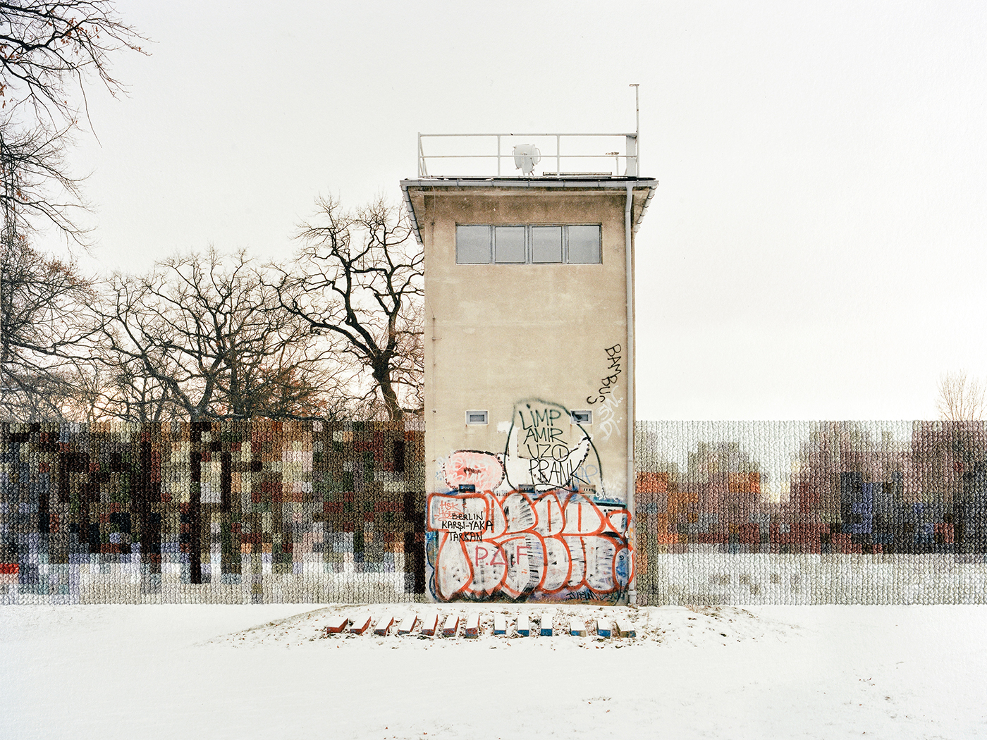 Diane_Meyer_Former_Guard_Tower_Off_Puschkinallee.jpg
