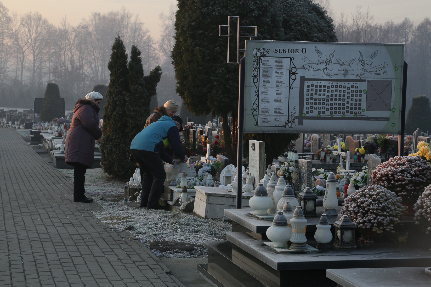 Gioia_Kuss_Portraits from Poland_-Children's Section of a Cemetery in Jawiszowice4.jpg