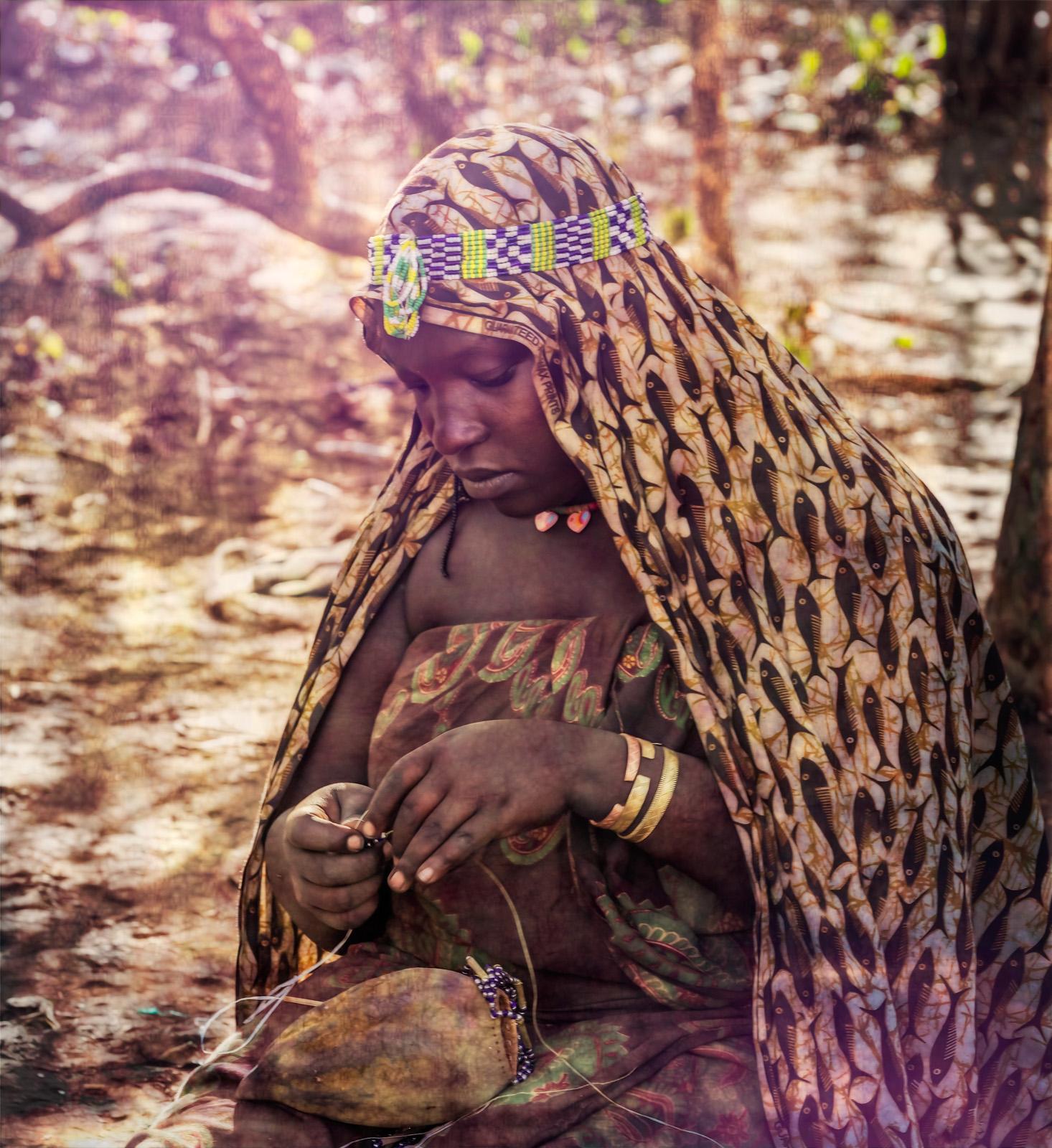 Julie_Eliason_Women_of_the_Hadzapi_Beading_Work_04.jpg