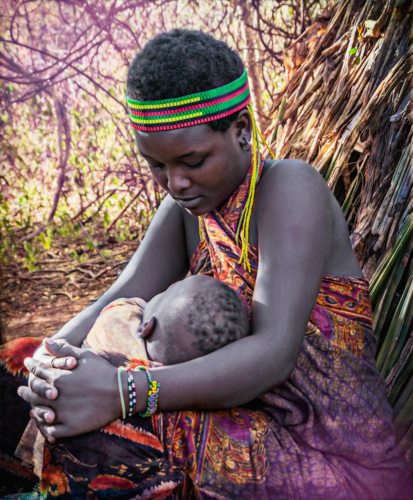 Julie_Eliason_Women_of_the_Hadzapi_My_Child_03.jpg